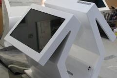 Infokiosk-dwustronny-z-włókna-szklanego-scaled-e1584394607480