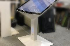 Infokiosk-stand-multimedialny-z-ekranem-dotykowym-49-cali-scaled