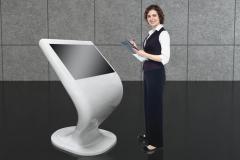 Wayfinder-Infokiosk-z-ekranem-dotykowym