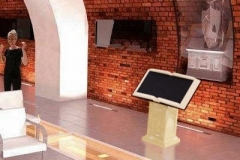 stand-infokiosk-do-muzeum-w-kształcie-książki