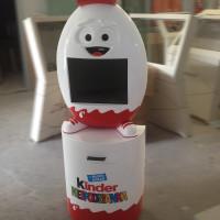 Stand interaktywny Kinder niespodzianka z drukarkąi monitorem dotykowym