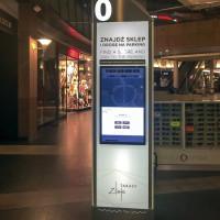 Stand szklany interaktywny z monitorem dotykowym