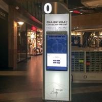 Stand szklany interaktywny z monitorem dotykowym wykonany dla Centrum Handlowego Złote Tarasy