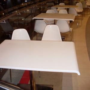 stoły do food court w centrum handlowym z włókna szklanego