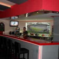 Bar z blatem o długości 6 m wykonany z włókna szklanego