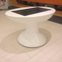 Stół design multimedialny dotykowy z monitorem wykonany z tworzywa włókna szklanego