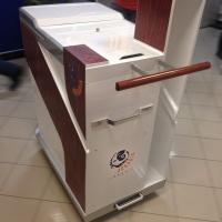 Wózek dla sprzątaczek - Centrum Handlowe Arkadia. Obudowa wykonana z kompozytu plastiku włókna szklanego i węglowego