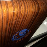 Wózek kompozytowy z włókna węglowego i włókna szklanego lakierowany na wysoki połysk