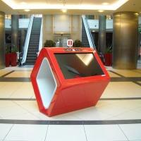 Stand Infokiosk mapy interaktywne czerwone Lublin Plaza z włókna szklanego