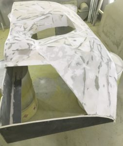 Przygotowanie maski z włókna szklanego do lakierowania
