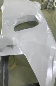 maska z włókna szklanego pomalowana lakierem podkładowym