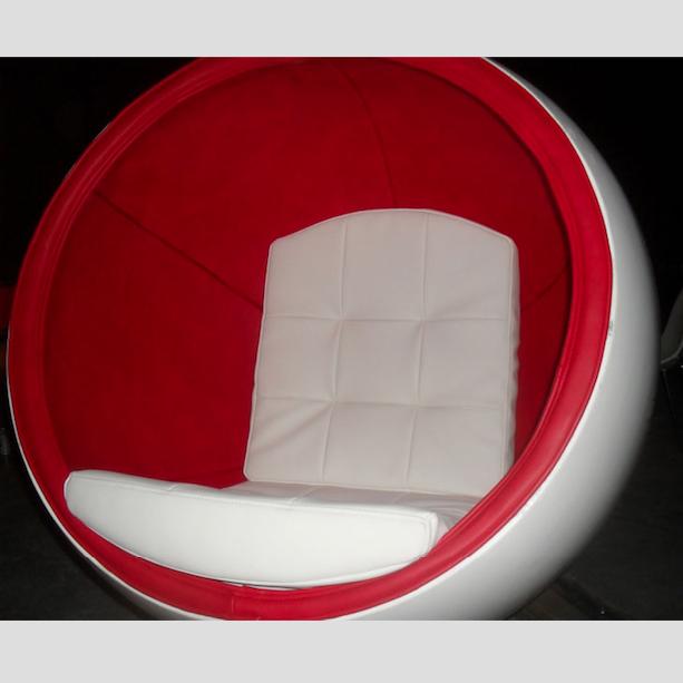 Włókno szklane do siedzenia Nietypowy wystrój salonu czyli fotel kula z włókna szklanego