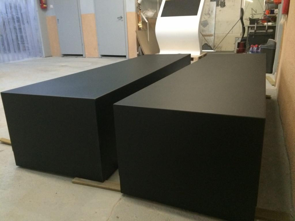 Włókno szklane do siedzenia Pufy w czarnej strukturze dla CN Kopernik